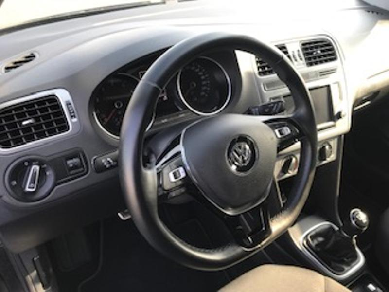 Photo n°2 de la voiture Volkswagen Polo 1.2 TSI 90ch BlueMotion Technology Allstar 5p occasion disponible chez votre concessionnaire à 12 690 €
