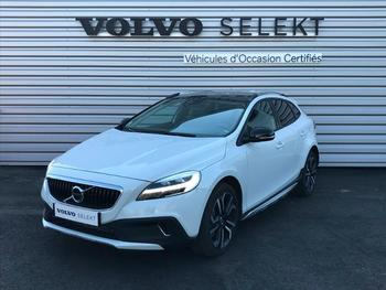 VOLVO V40 Cross Country T3 152ch Signature Edition Geartronic occasion éligible à la prime à la conversion en vente à Lescar à 27295 €
